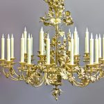 De E-Candle Royal wordt in de Versailleskleuruit het jaar 1700 toegepast.